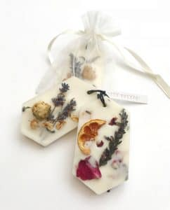 Botanical Scented Wax Tablets - Lavender and Sandalwood & Mandarin, Rose and Lavender · MYTHYN